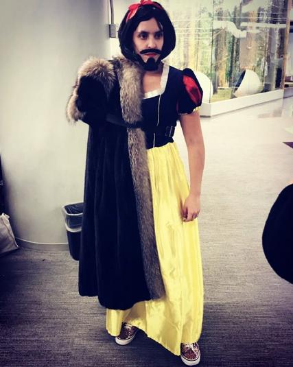 Post from @BRASILSONG3 displaying JON SNOW WHITE's costume on Instagram.
